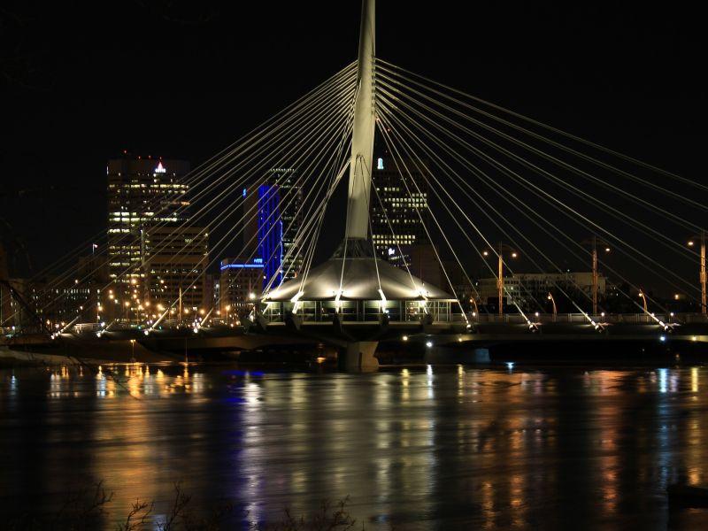 Die Esplanade Riel Bridge zählt zu den Wahrzeichen der Stadt.